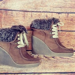 NWOB Mossimo moccasin fur wedges size 7